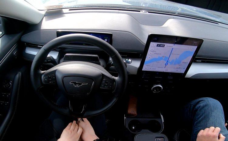 Ford нацеливается на Tesla, GM с ее новой системой громкой связи