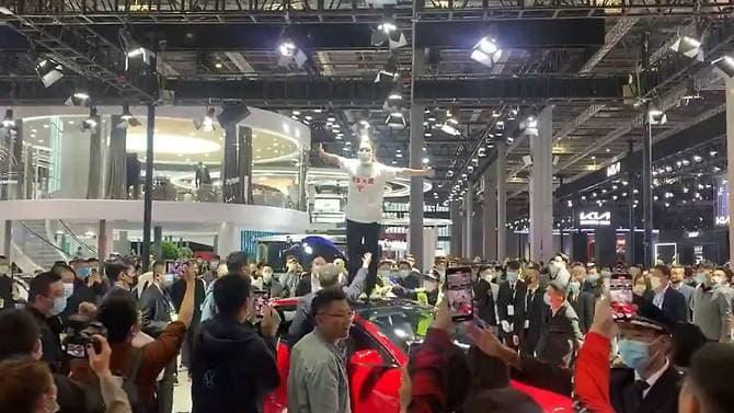 В Китае растут жалобы на автомобили Tesla