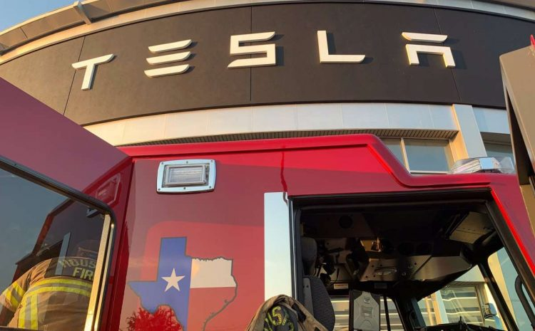 Сообщается о пожаре в дилерском центре Tesla в Хьюстоне
