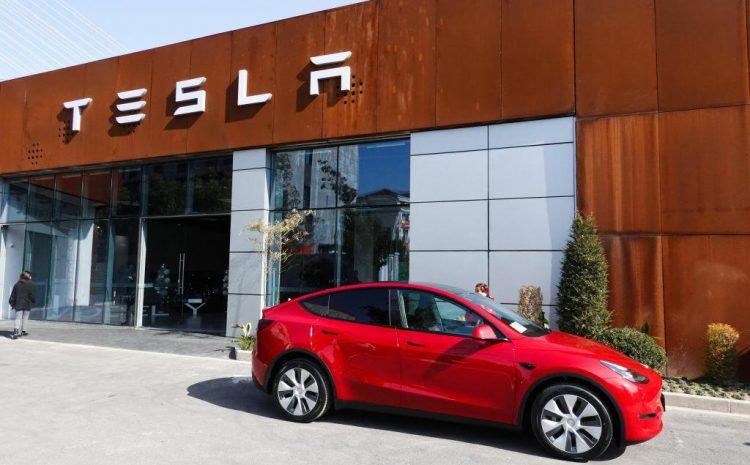 Tesla отзывает 285 000 автомобилей, на этот раз из-за неисправного программного обеспечения круиз-контроля