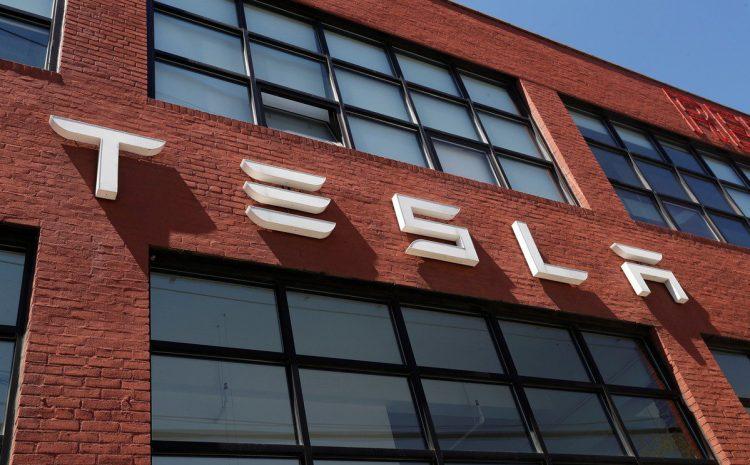 Tesla сообщает о рекордной прибыли, предлагает мутные перспективы для аккумуляторов, Cybertruck