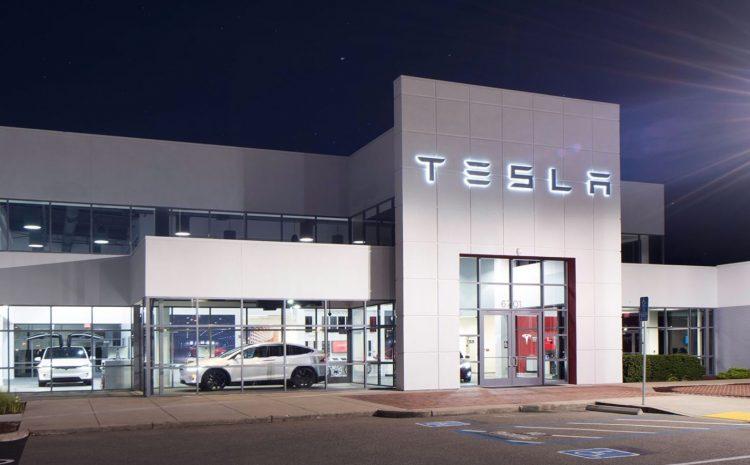 Tesla начинает серьезный сдвиг в стратегии розничной торговли: более дешевые местоположения, удаленная работа и многое другое.