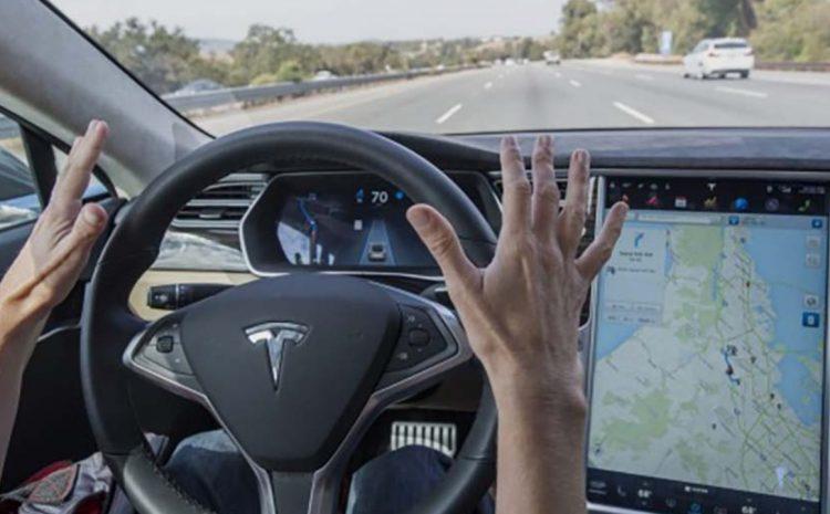 Автопилот Tesla исследуется после того, как произошла авария почти дюжины аварийных служб.